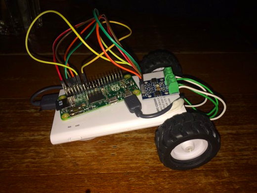 Pi Zero powered robot programmed with GPIO Zero and PyGame Zero