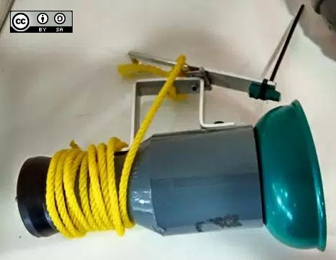 Van Dorn water sampler.
