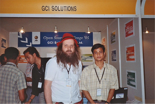 Linux Kernel maintainer Alan Cox and Ashtosh Narayan at FOSS.IN in 2005
