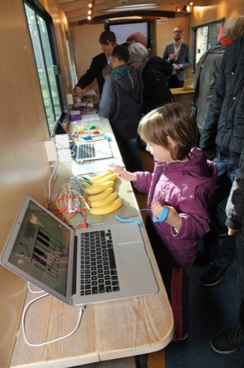 Playing piano with bananas, using Makey Makey and Scratch.