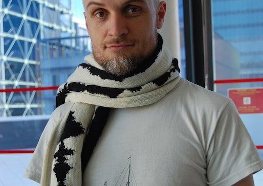 Artist Mar Canet sporting his NeuroKnitting swag