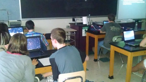Students using Stellarium app