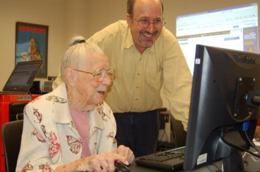 Phil Shapiro shows Dottie Brown, 97, how to play TetraVex