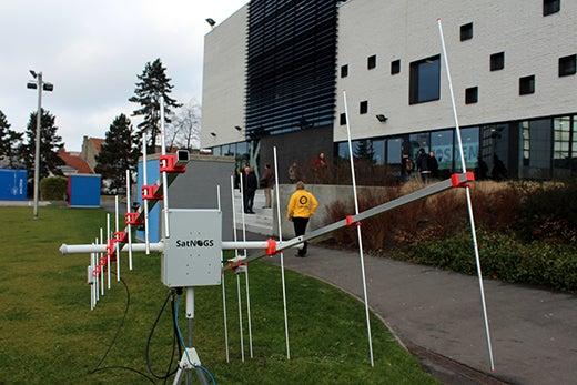 SatNOGS deployment at FOSDEM 2015