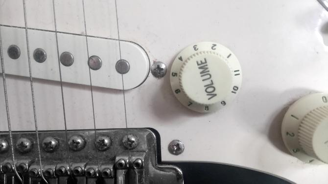 how to make a low cost guitar amp with linux. Black Bedroom Furniture Sets. Home Design Ideas