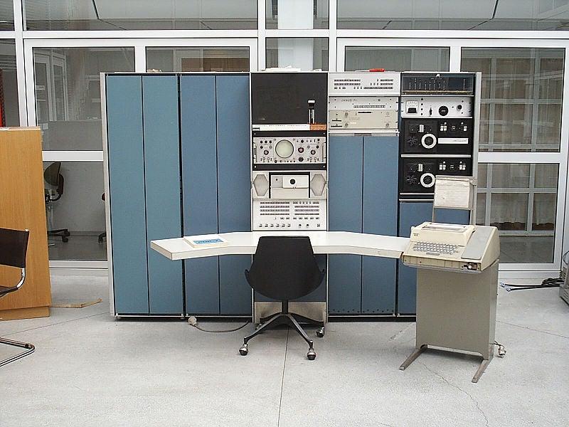A PDP-7 minicomputer