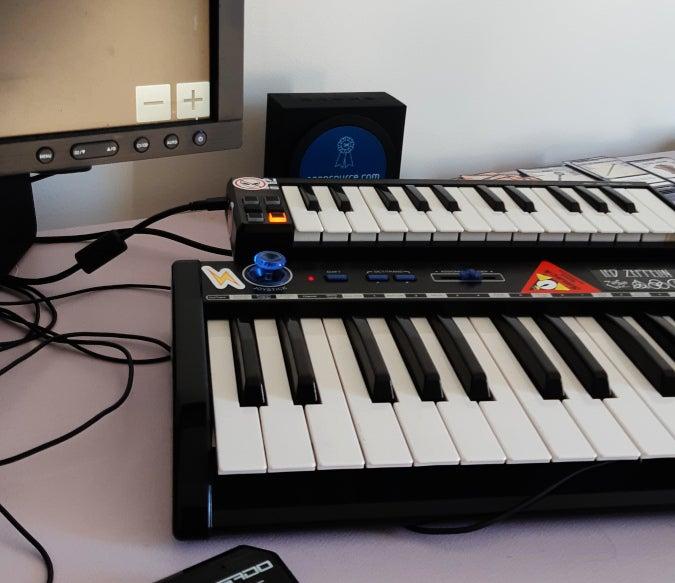 Music keyboardas
